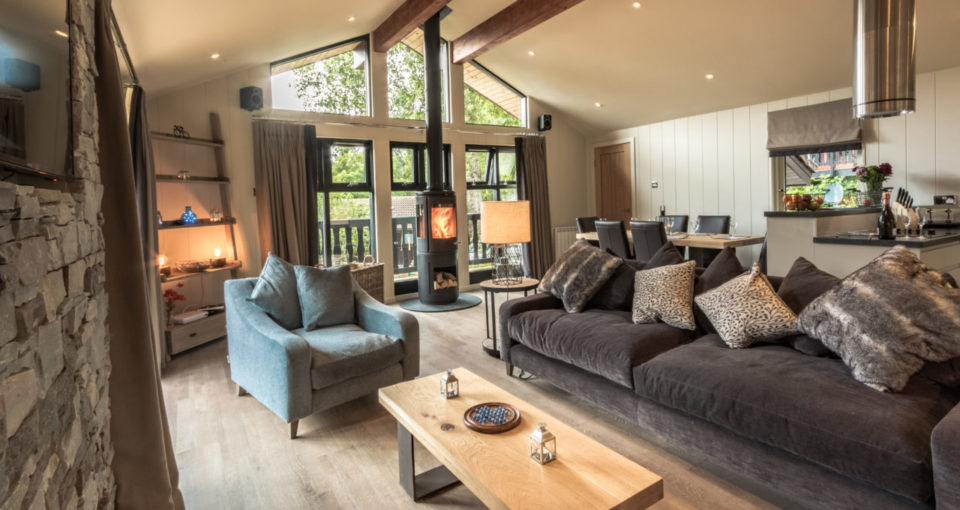loch_tay_highland_lodges_riverfall_living_area_stove