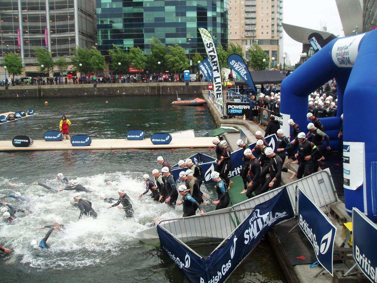 open_water_swimming_race_salford_quays_start