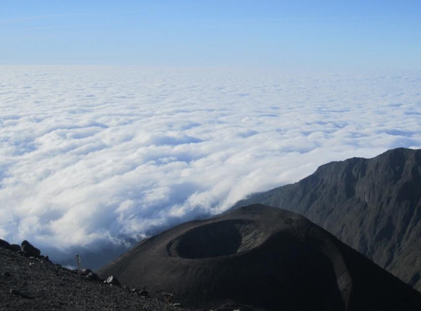 tanzania_mt_meru_clouds