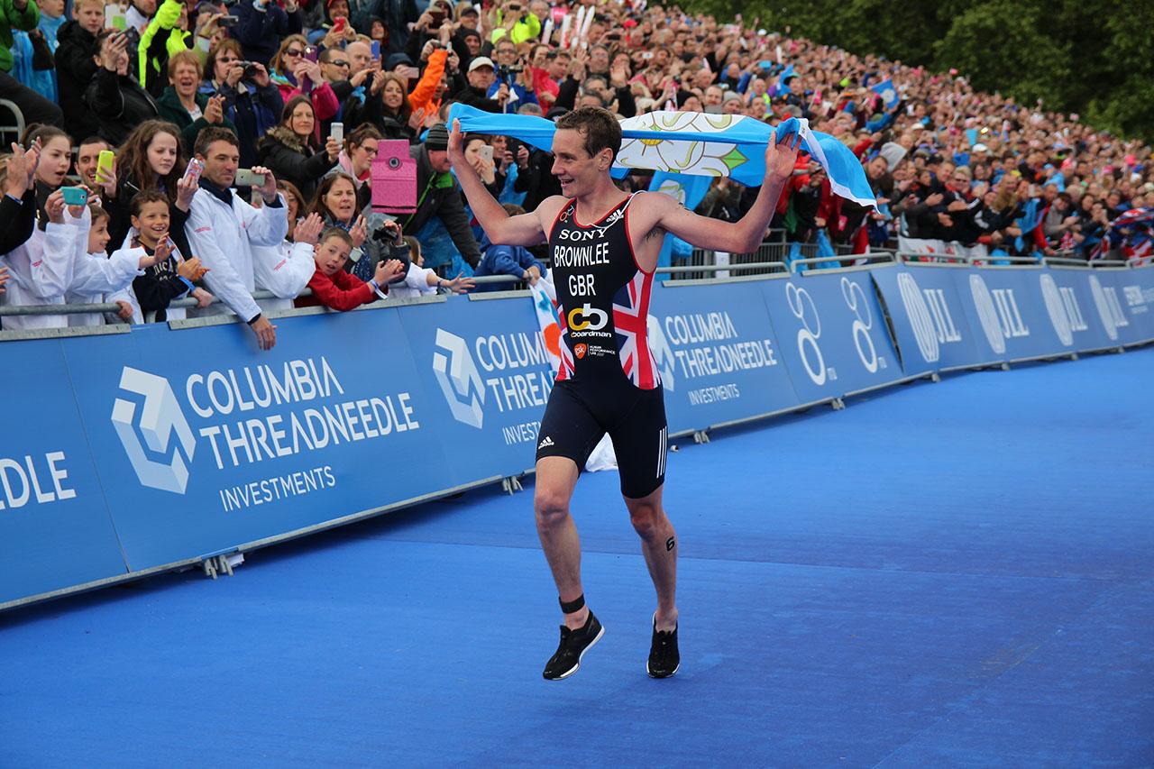 brownlee_triathlon_finish
