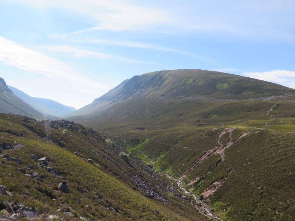 hiking_cairngorms_scotland