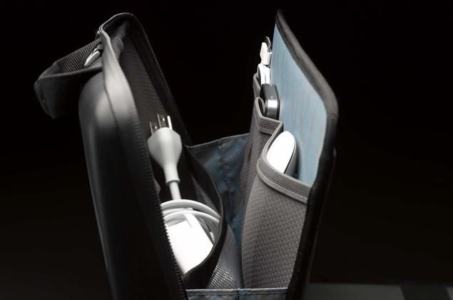 thule_gauntlet_macbook_messenger_bag_interior