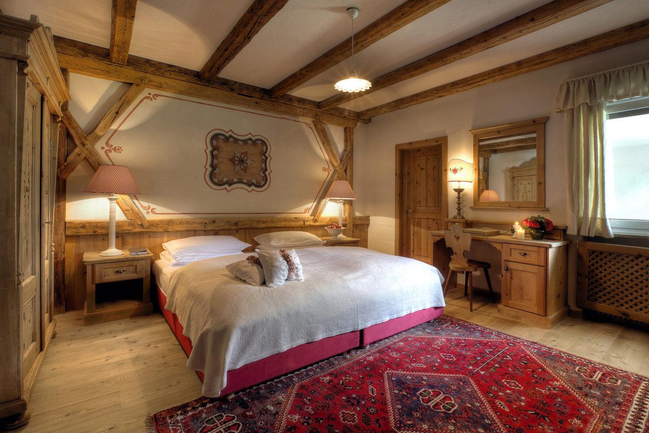 hotel_la_perla_corvara_dolomites_bedroom