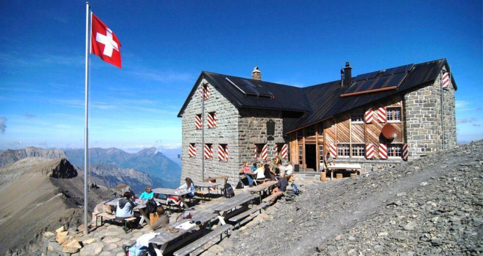 mountain_hut_kandersteg_switzerland_bluemlisalphuette