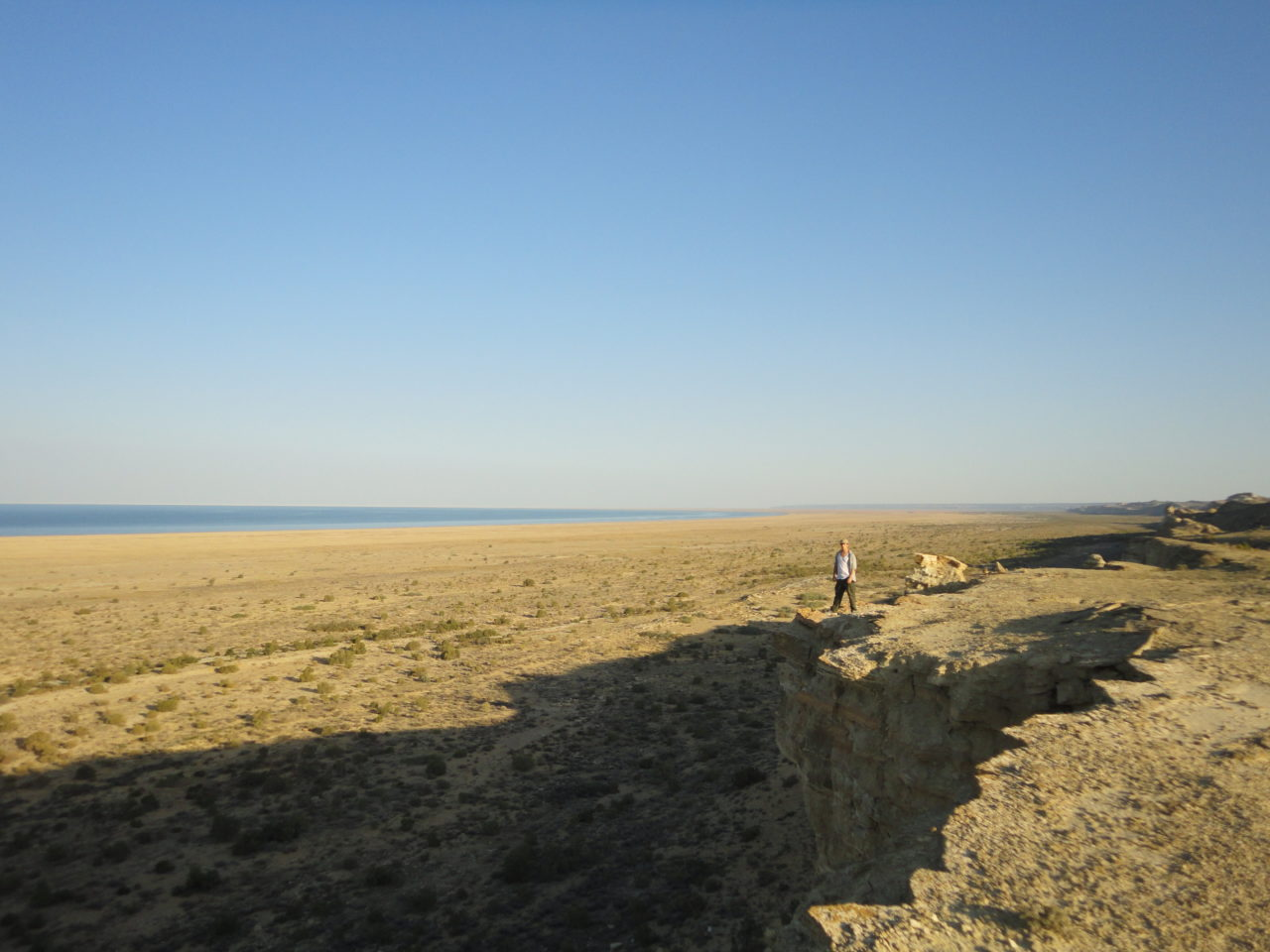 aral_sea_kazakhstan_ uzbekistan_cliff