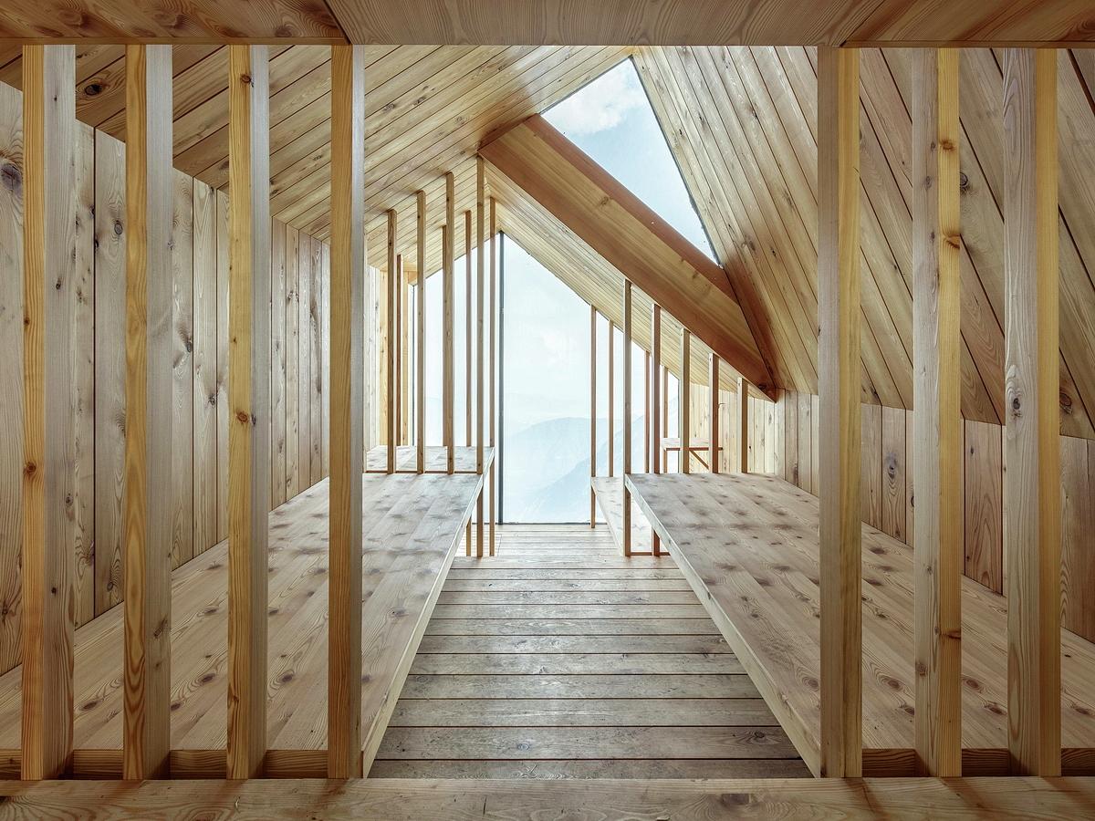 ofis_mount_skuta_alpine_shelter_anze_cokl_wooden_interior