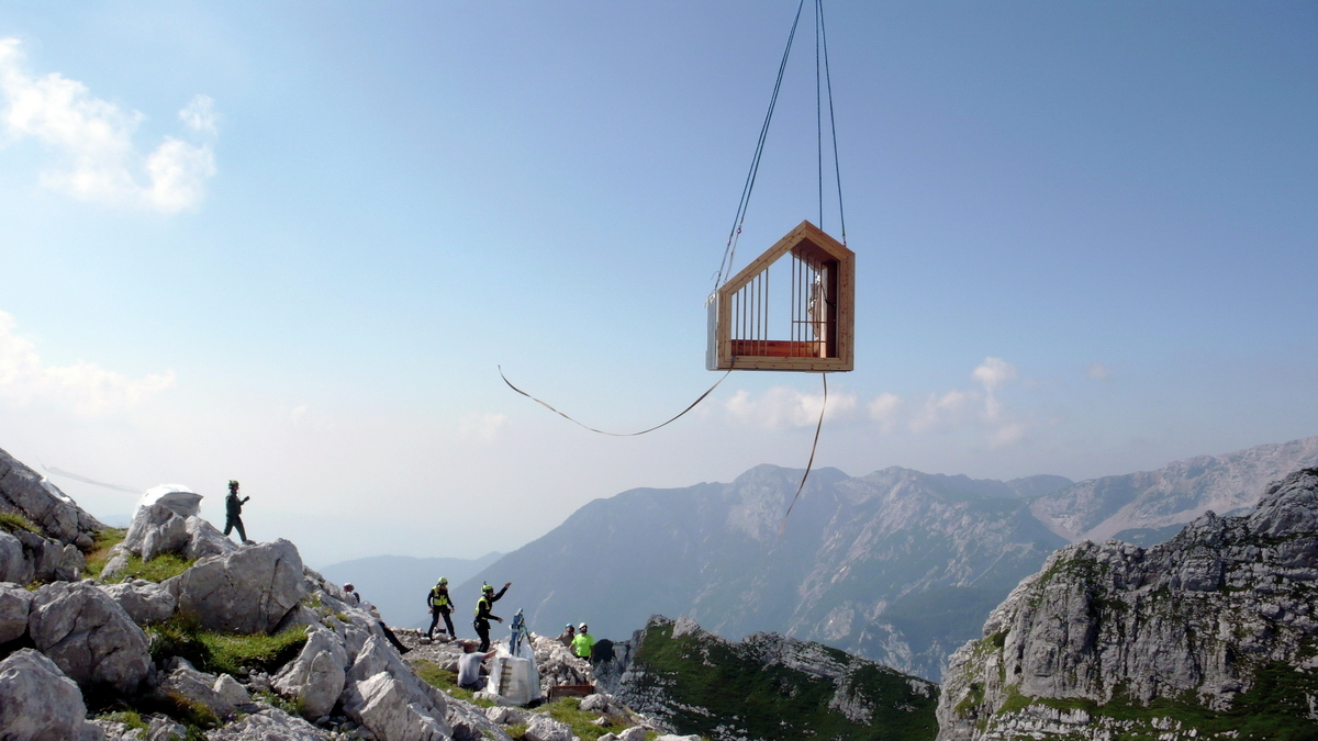 ofis_alpine_shelter_anze_cokl_lowering