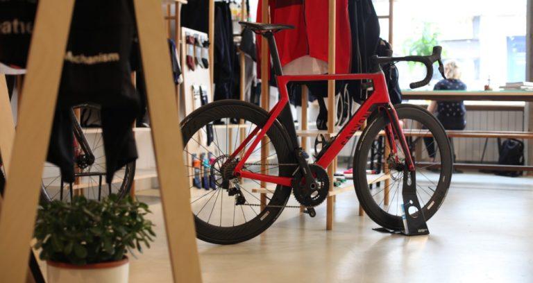 steel_cyclewear_coffee_shop_paris_7