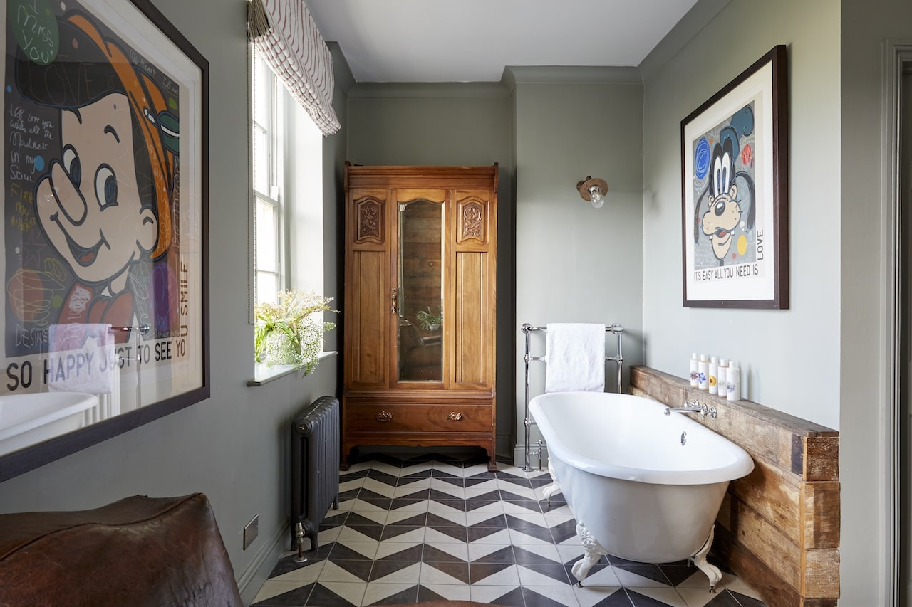 artists_residence_brighton_room_23_bath